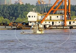 南京长江大桥 现场/▲图中画圈处为沉船现场。张卫星 摄这是南京长江大桥桥墩上被...