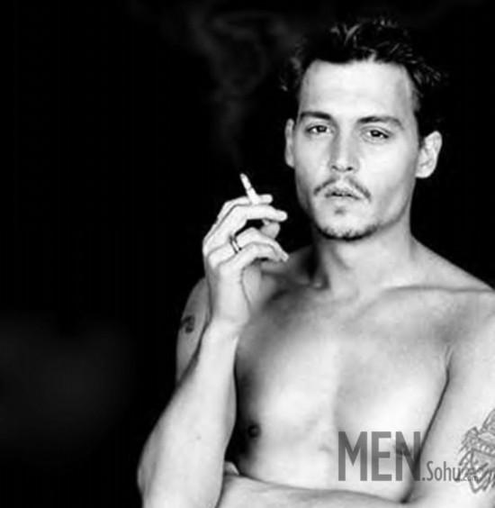"""纹身 约翰尼/另类影星约翰尼·德普曾对《纽约时报》谈起他的纹身,""""我会把对我..."""