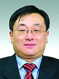 周敏浩,男,1963年 1月出生,漢族,籍貫浙江余姚,全日制大專,在職碩士研究生,高級管理人員工商管理碩士,1983年7月參加工作,1987年 7月加入中國共產黨。現任上海市經濟和信息化委員會副主任。擬任上海化學工業區管理委員會主任、黨組副書記。