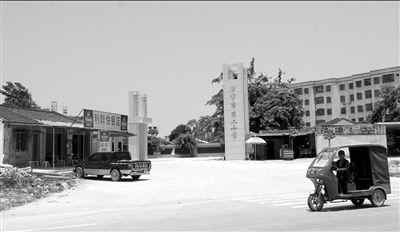 5月14日,涉案校长陈某鹏任职的万宁市第二小学。新华社发
