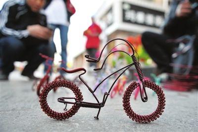 > 铜丝工艺品制作图解_制作手工铜丝孔雀图解  铜丝自行车 死飞自行车