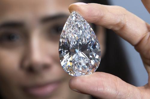 101克拉钻石拍2670万美元高价 被命名传奇(图)