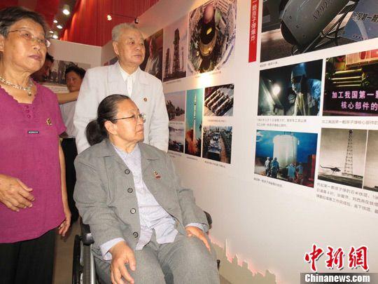 毛泽东女儿李讷参观毛泽东诞辰120周年展览