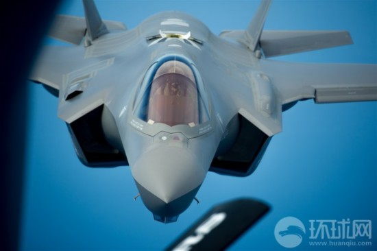 组图:F-35战机迈阿密海岸空中加油