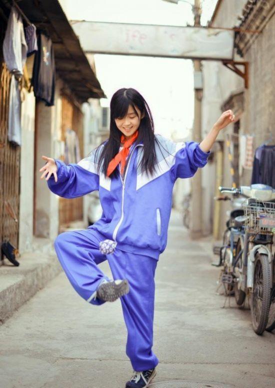 台媒关注大陆萌妹校服照走红 清秀可爱不输日本水手服