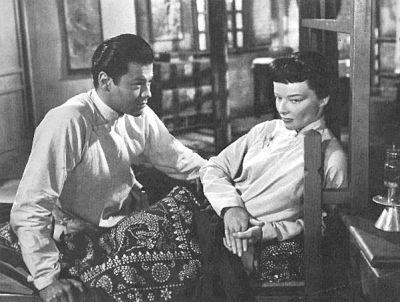 没有动辄接吻,谭家二儿子夫妇的爱情拍得非常富有东方式的含蓄风情。