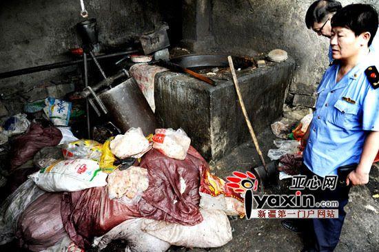 乌鲁木齐市红雁池31日查出一动物油提炼黑窝点