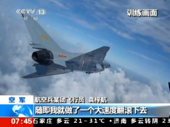 现场实拍:歼10战机进行模拟实战对抗训练