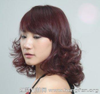 发尾的蓬松感觉;   大脸女生适合的修颜烫发发型最能表达时尚; 中长发图片
