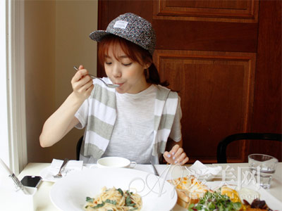 进食顺序错了容易胖!先喝汤再吃菜才减肥