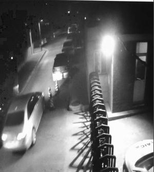 南京奥迪女连撞4车趁机逃逸 自称再多钱都赔得起
