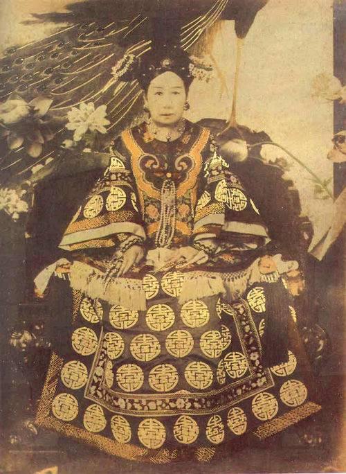 中国 女人 慈禧/1928年6月,孙殿英率部挖开东陵,盗走巨宝。...