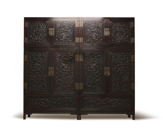 清乾隆紫檀高浮雕九龙西番莲纹顶箱式大四件柜 以9315万元的成交