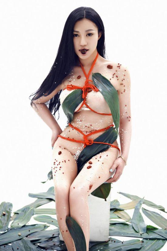 捆梆绳模视频 旅行者月华紧捆记 绳模的痛苦 驷马反绑女生挣扎图片