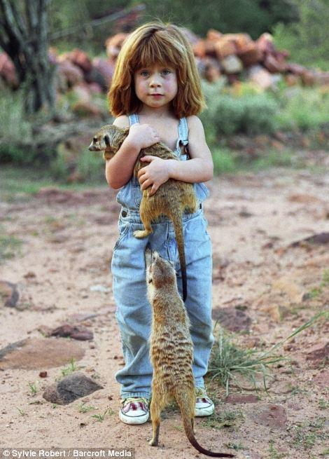 高清组图 小女孩与动物的十年生活