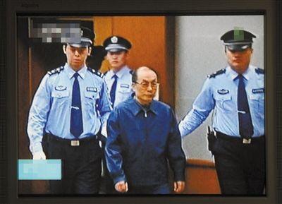 6月9日,刘志军被带入法庭。当日,北京市二中院开庭审理原铁道部部长刘志军受贿、滥用职权案。新华社记者 公磊 摄
