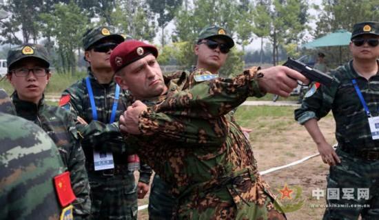 """月13日,中国武警与俄罗斯内卫部队""""合作-2013""""联合训练在武警图片"""