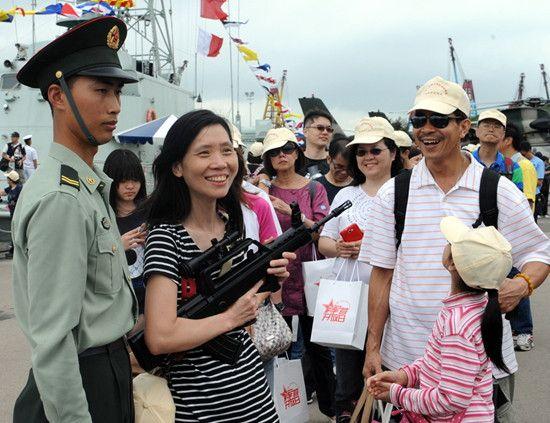 庆祝香港回归16周年驻港军队开放军营与民同