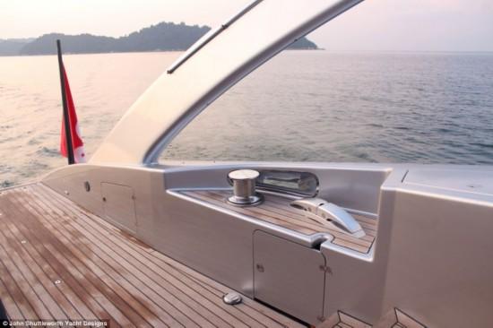 [提要] 香港航运巨头、64岁的亿万富翁安托-马登(Anto Marden)和妻子伊莱恩-马登(Elaine Marden)斥资1500万美元购买了一个新宠物,一艘名为阿达斯特拉的超级豪华游艇。阿达斯特拉号是长达5年的规划、设计和建造的结晶,无论是性能还是外观设计都足以与罗曼-阿布拉莫维奇的超级游艇相提并论。