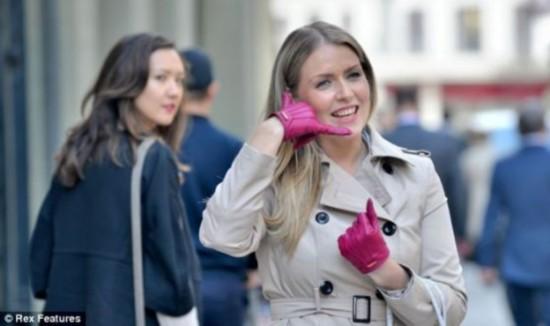 """神奇手套""""对手说话""""可将手掌变成电话"""