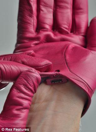 它们由过时的缪缪和皮耐德手套制成。