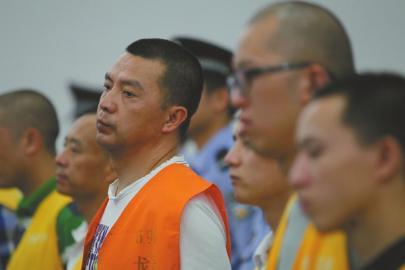"""6月26日,省高院宣布对""""黑老大""""雷晓伟维持死刑判决。"""