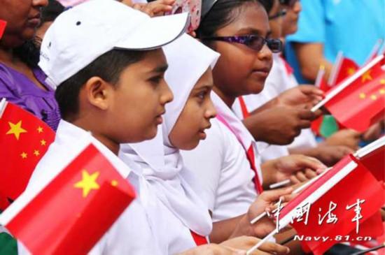 组图:中国海军舰艇首访马尔代夫 开展医疗服务