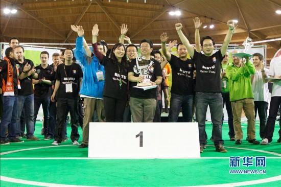 2013机器人世界杯足球赛中国夺冠 高清组图