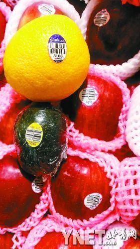 """在商场进口水果上贴着的""""洋标签""""淘宝网上一分钱就能买到"""