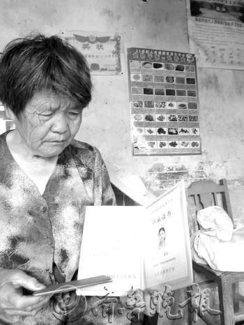 济南考生与奶奶相依为命 靠端盘挣大学学费