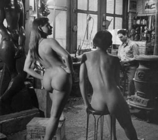 图揭百年前西方裸模们工作状态