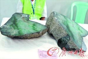 刚刚结束的缅甸公盘上,被切开的原石待价而沽。