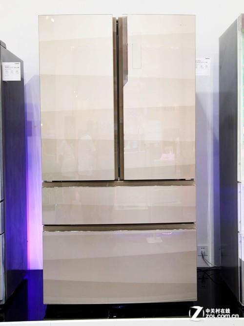 空调方面,海尔除了展出了旗下高端序列——帝樽立式空调