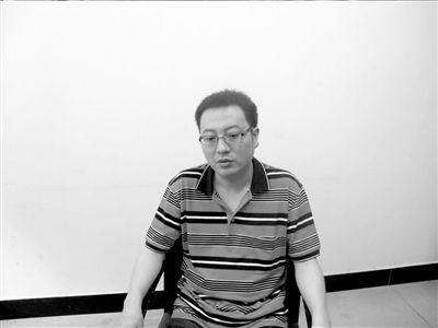 临江旅行社老板翁剑雍。
