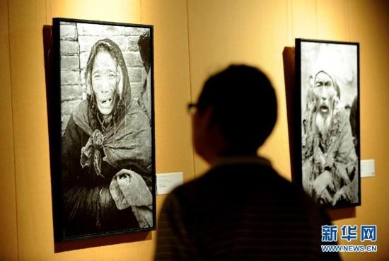 在河南博物院开幕,127幅照片为观众展示了1942年前后中原饥荒的纪