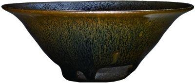 宋建窑黑釉油滴盏(香港佳士得供图)