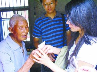 女研究生8年寻访300多抗战老兵
