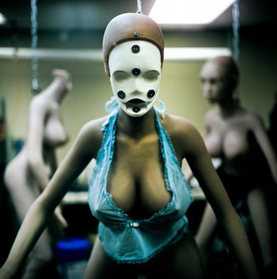 摄影师解密性爱娃娃工厂 一个只要7000美元