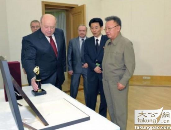 2011年俄罗斯人向金正日送礼.-揭秘各国给朝鲜送过的礼 送金正日古卷