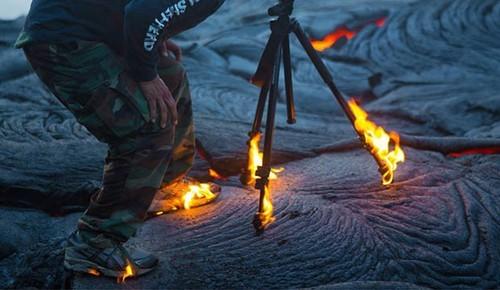 燃��中硬是拍火山真正用生命在拍照