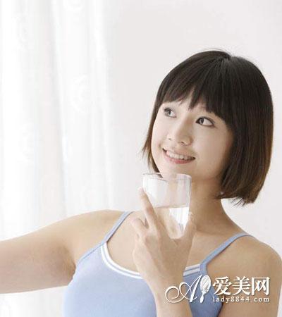 1天的喝水时间表 这样喝水排毒又养颜
