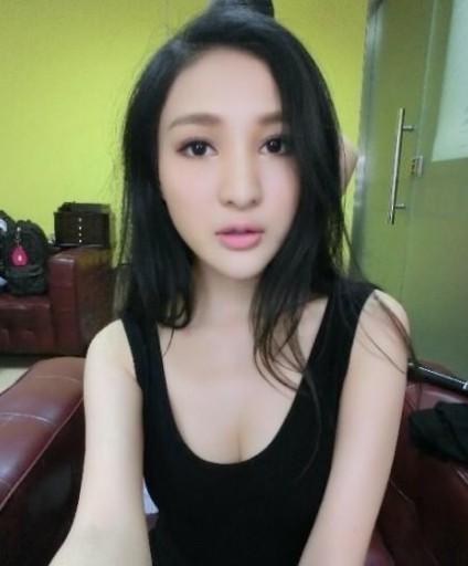 丝袜爆乳_为炒作求出名华人女星爆乳大比拼幻灯图集
