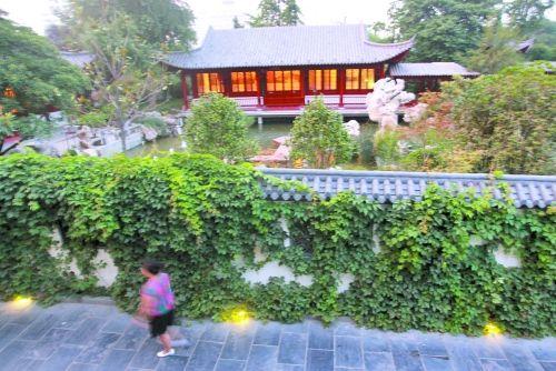 郑州市紫荆山公园内的梦溪园,每天只对公众开放4个小时