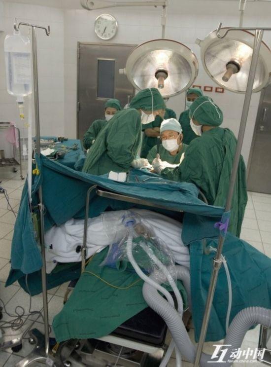 女人 全过程/原标题:纪实:男人如何变成女人 变性手术全程