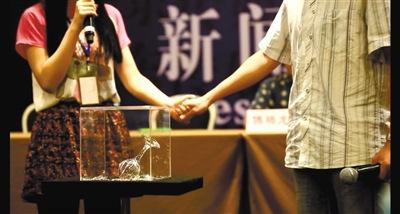"""魔术师揭露王林""""神功"""":都是入门魔术"""