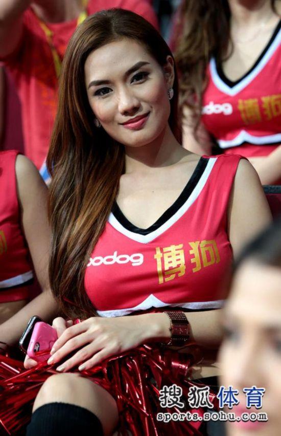 男篮亚锦赛:菲律宾模特啦啦队养眼