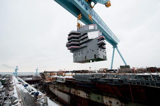 外媒:中国首艘国产航母曝光 厂内已打出标语(图