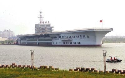 """这是8月3日拍摄的山东滨州""""中海航母""""。新华社发"""