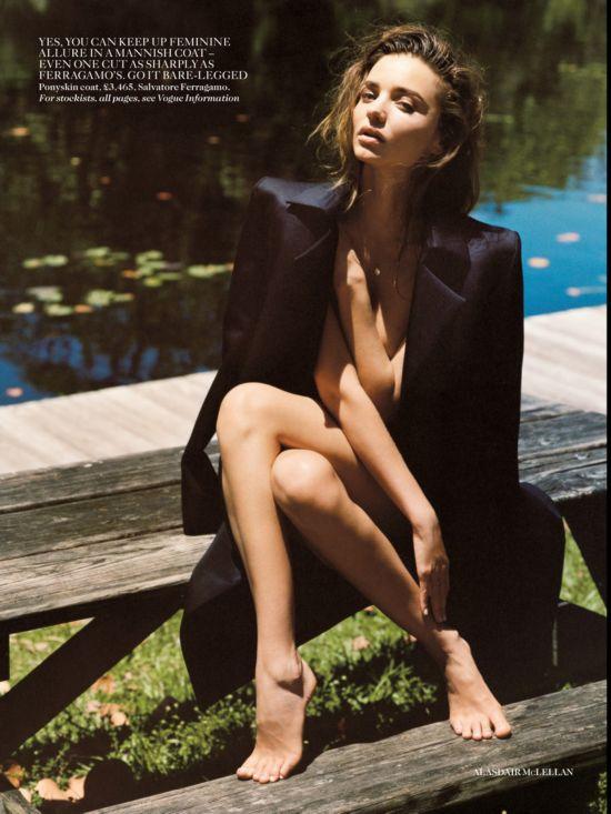 超模米兰达·可儿登上最新《vogue》英国版图片