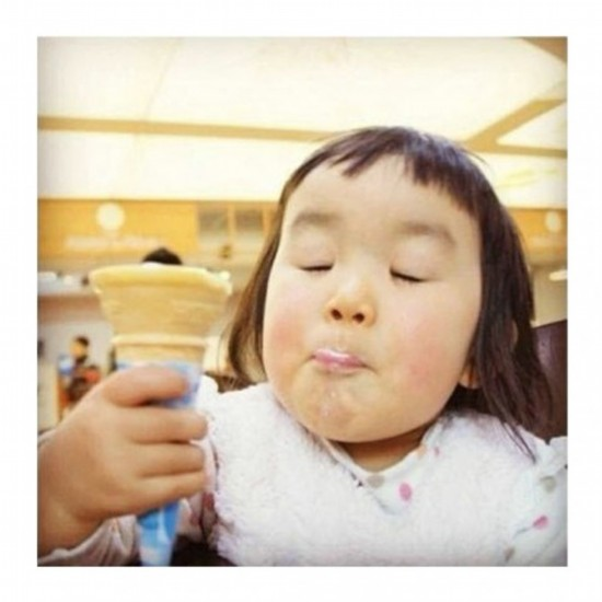 日本有一个表情帝小女孩叫ari图片
